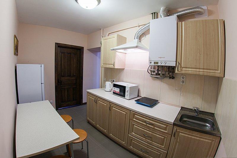 Квартира в самом центре города Львов за доступной ценой с новым евроремонтом и просторной кухней на ул. Армянская 12/5 (6)