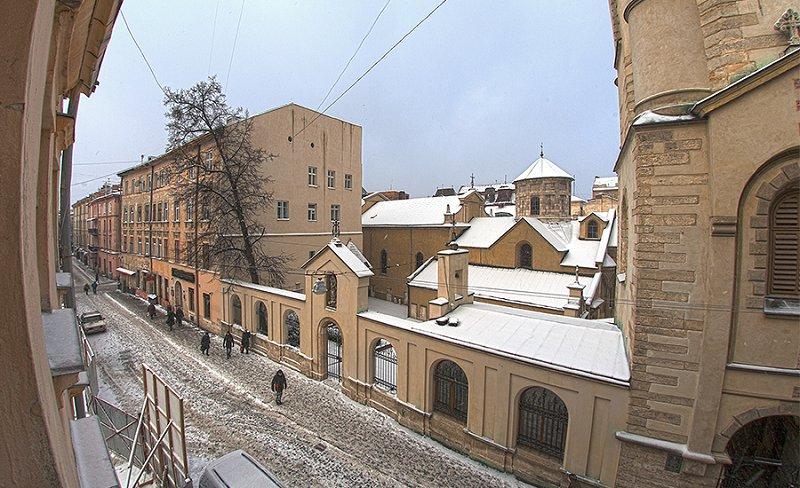 Квартира в самом центре города Львов за доступной ценой с новым евроремонтом и просторной кухней на ул. Армянская 12/5 (9)