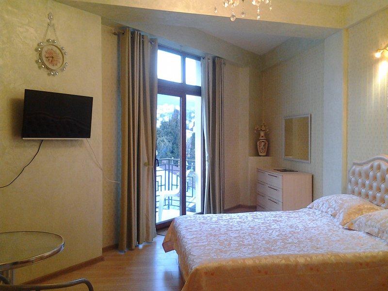 Апартаменты на Боткинской 2а, 4эт (1)