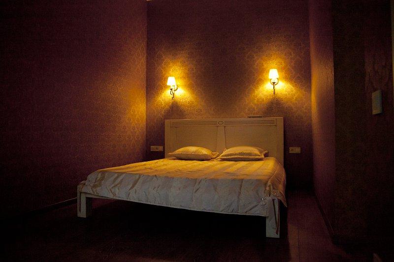 Дерибасовская 13 (Ирландский паб) студия со спальней (8)
