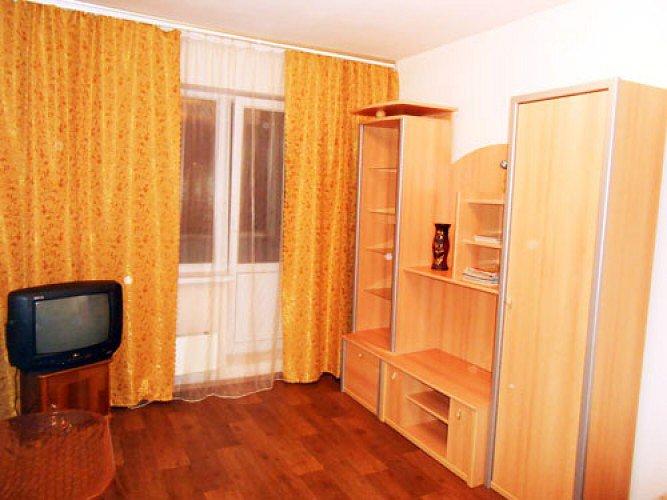 1-комнатная квартира посуточно, Киев, улица  Радужная , 39