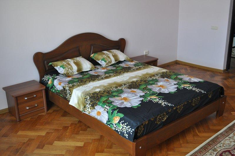 2-кімнатна квартира подобово, Чернівці, вул. Маяковського, 30 (3)