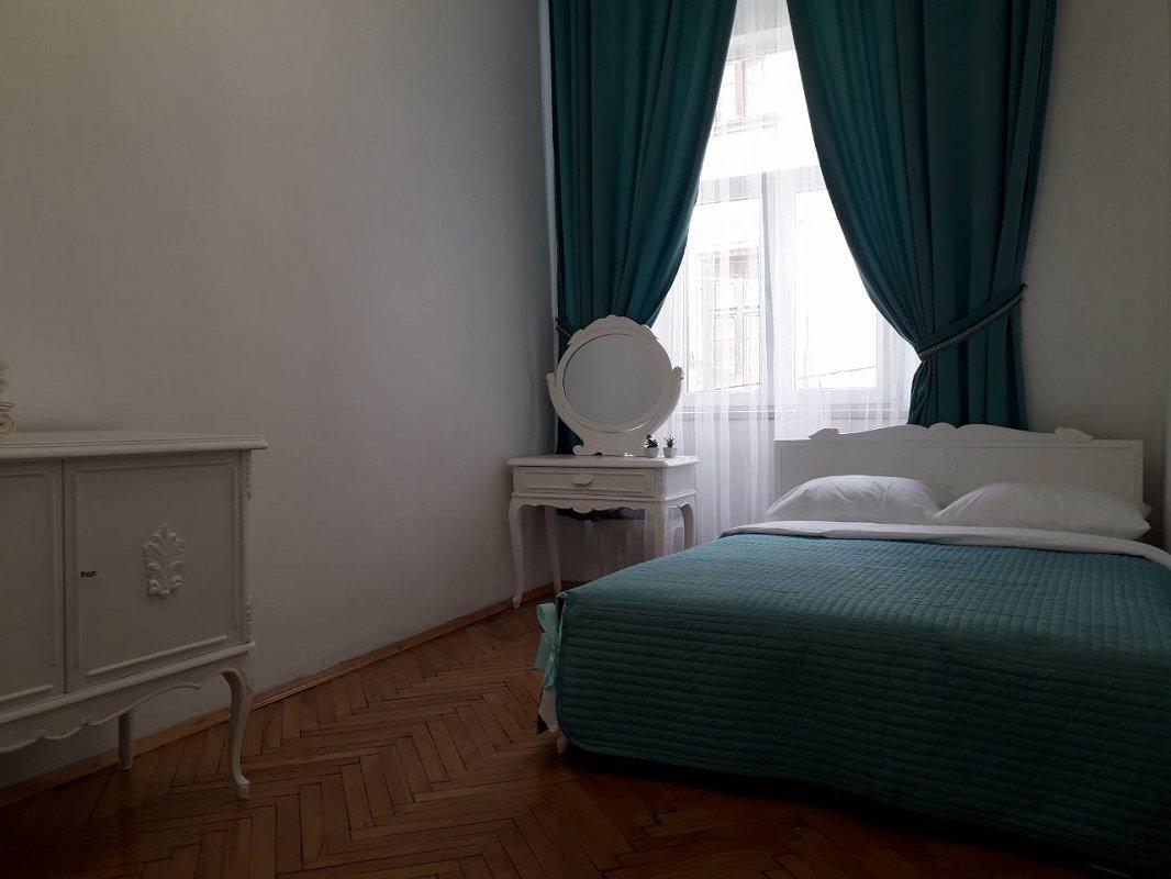 1-комнатная квартира посуточно, Львов, ул. Руська, 12 (8)