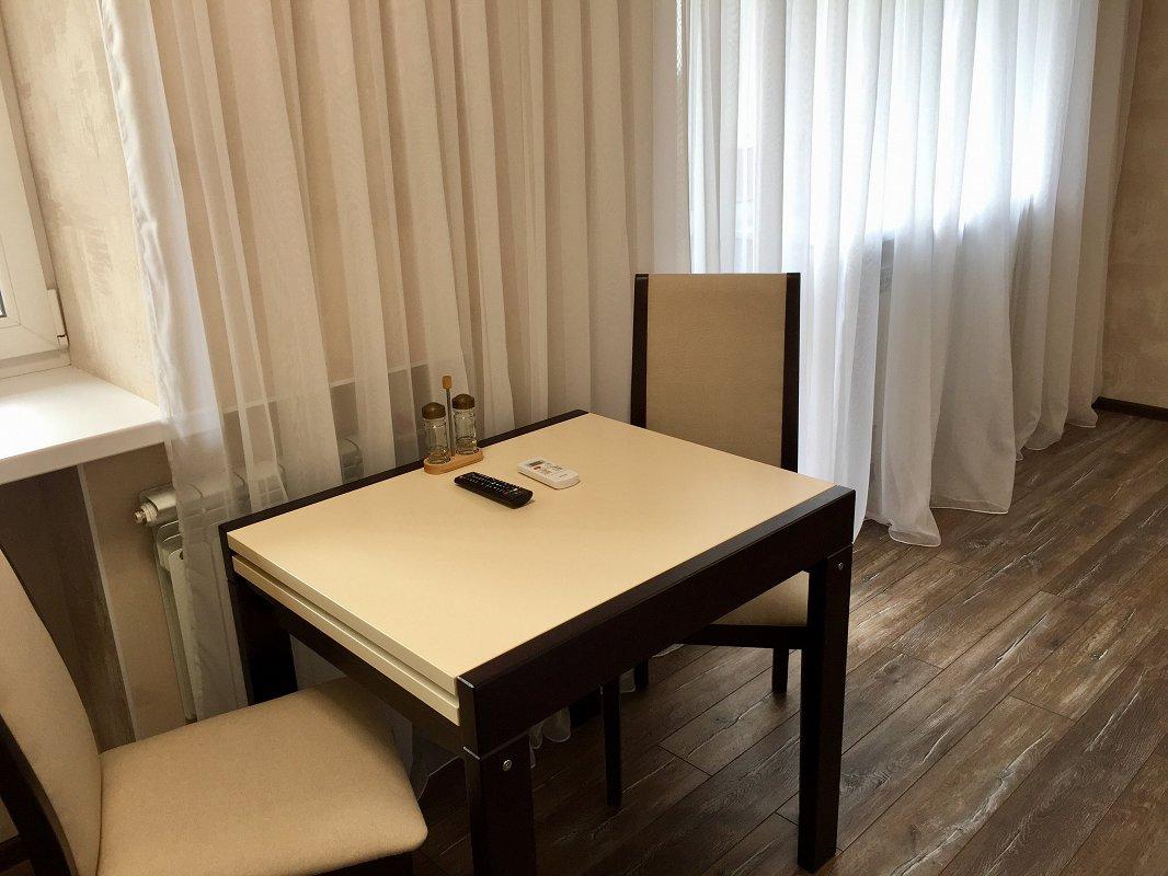 1-кімнатна квартира подобово, Харків, просп. Науки, 72 (3)