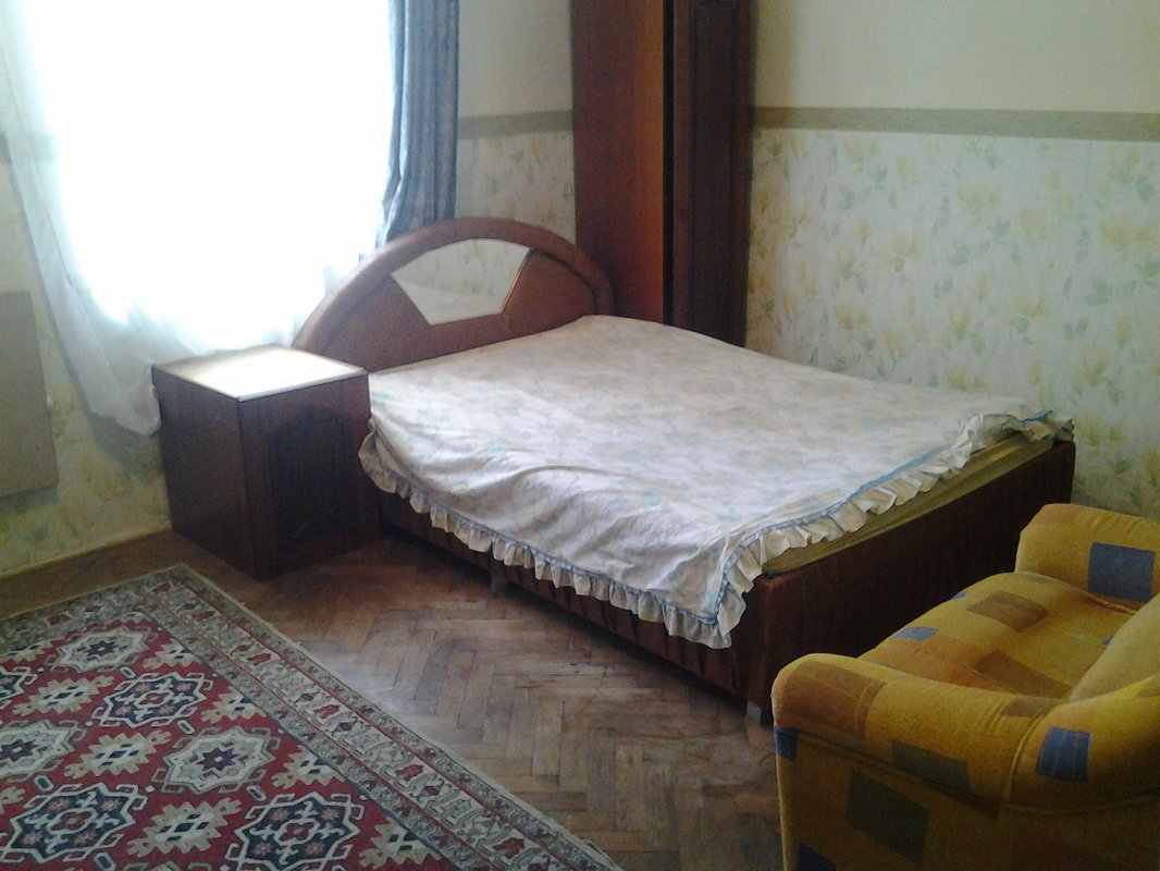 1-комнатная квартира посуточно, Львов, ул. Зализняка, 9