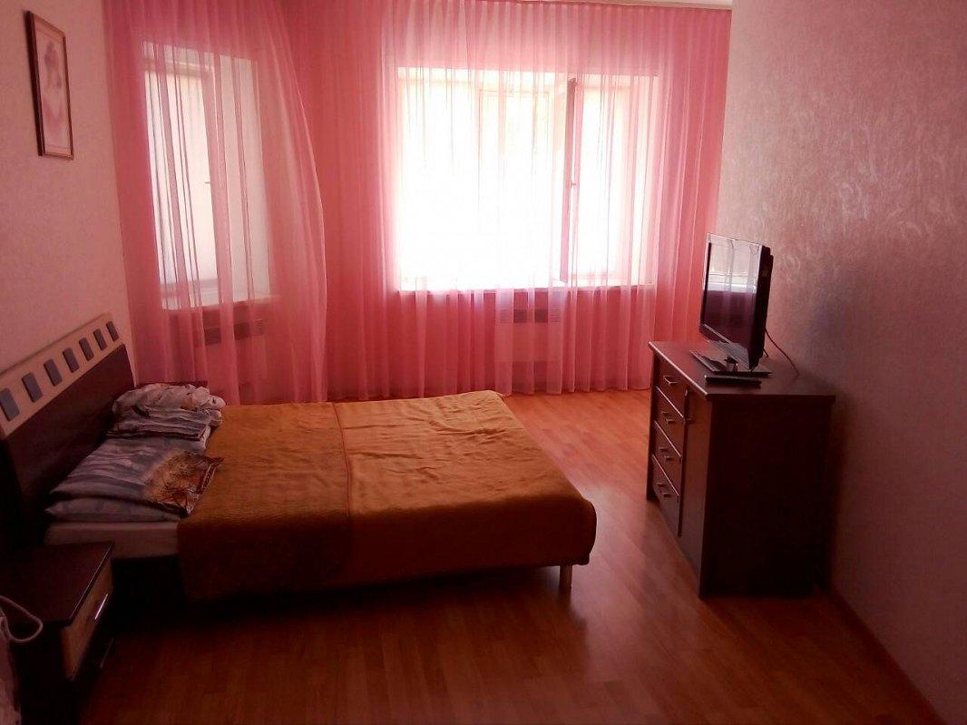 1-комнатная квартира посуточно, Черноморск (Ильичевск), пер. Хантадзе, 4 (1)