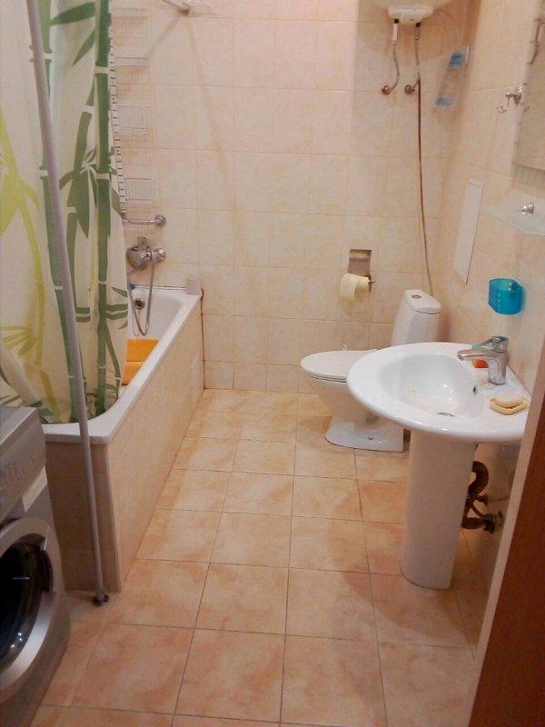 1-комнатная квартира посуточно, Черноморск (Ильичевск), пер. Хантадзе, 4 (2)