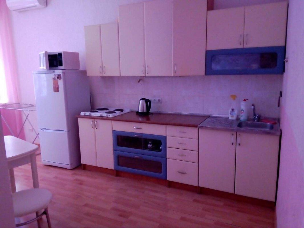 1-комнатная квартира посуточно, Черноморск (Ильичевск), пер. Хантадзе, 4 (3)