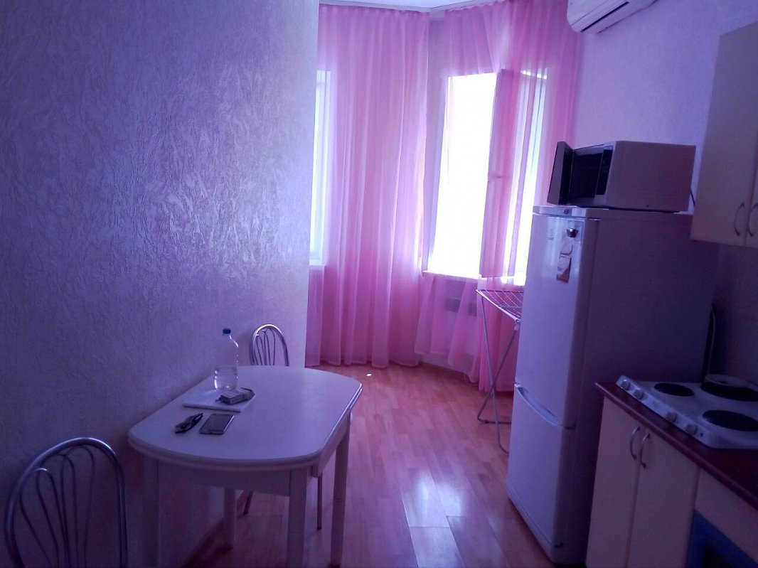 1-комнатная квартира посуточно, Черноморск (Ильичевск), пер. Хантадзе, 4 (4)
