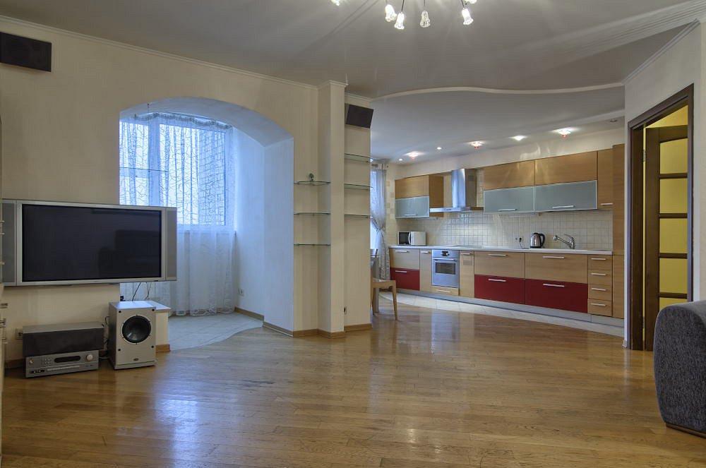 2-комнатная квартира посуточно, Киев, ул. Драгомирова, 2