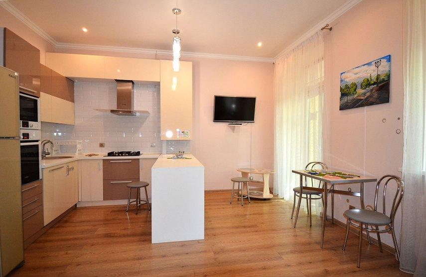 2-кімнатна квартира подобово, Миколаїв, вул. Соборна, 50 (1)