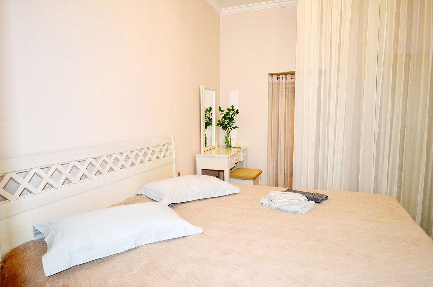 2-кімнатна квартира подобово, Миколаїв, вул. Соборна, 50 (7)
