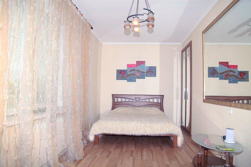2-комнатная квартира посуточно, Николаев, ул. Большая Морская, 85
