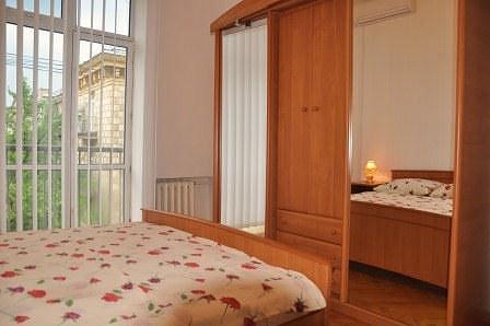 2-комнатная квартира посуточно, Киев, ул. Крещатик, 13 (4)