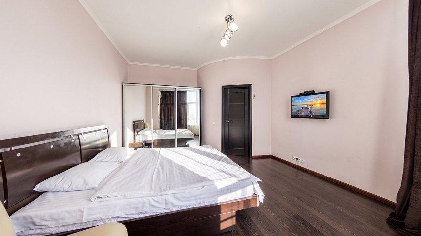 3-комнатная квартира посуточно, Киев, ул. Саксаганского, 121 (3)