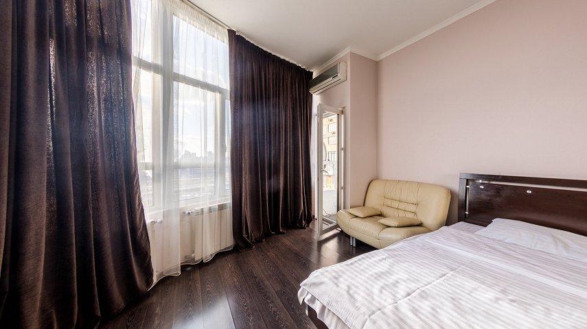 3-комнатная квартира посуточно, Киев, ул. Саксаганского, 121 (2)