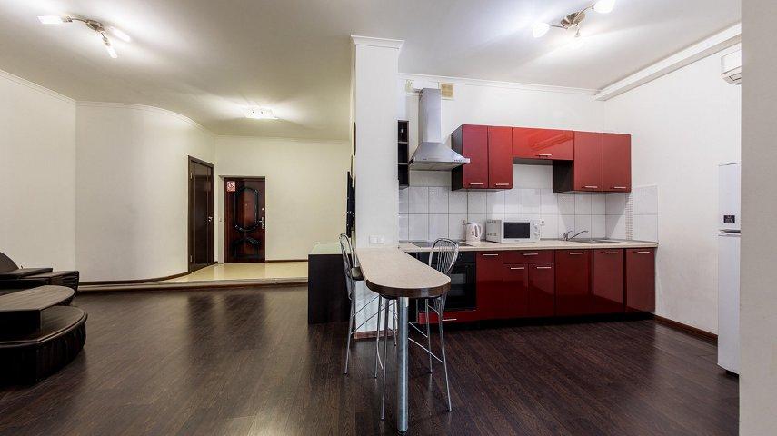 3-комнатная квартира посуточно, Киев, ул. Саксаганского, 121 (8)