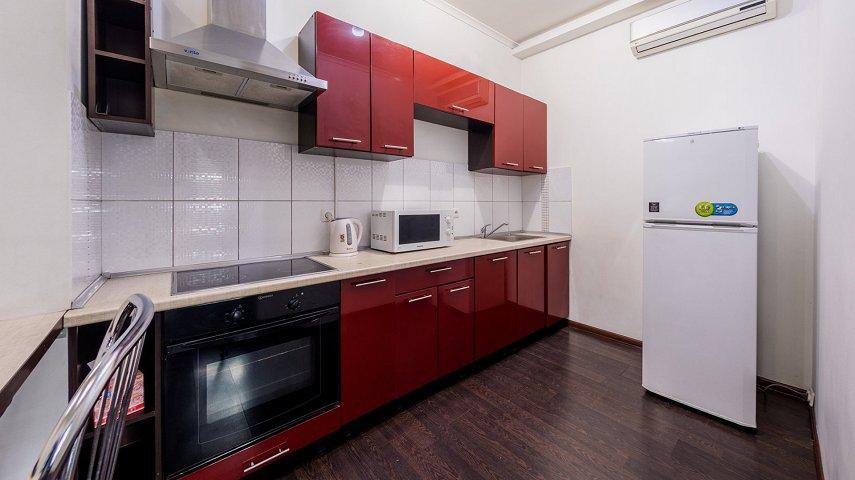 3-комнатная квартира посуточно, Киев, ул. Саксаганского, 121 (9)