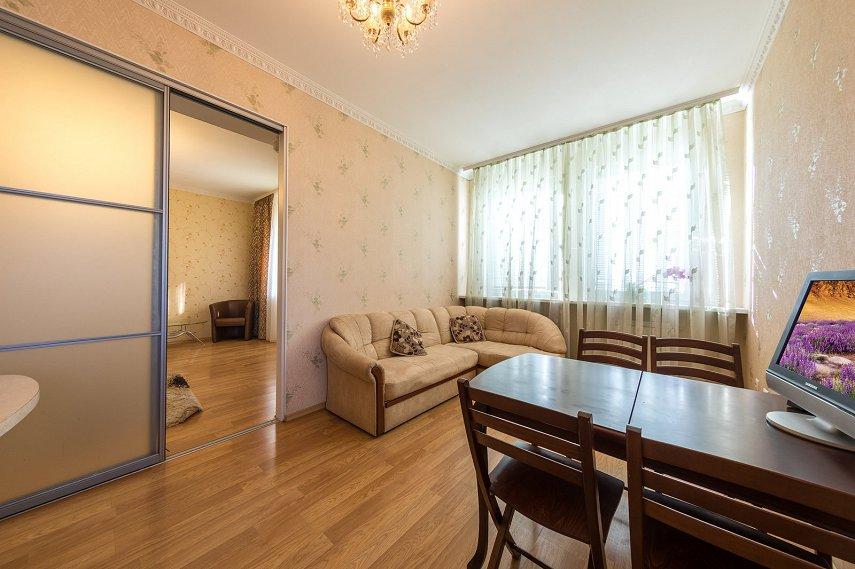 2-комнатная квартира посуточно, Киев, ул. Саксаганского, 121 (1)
