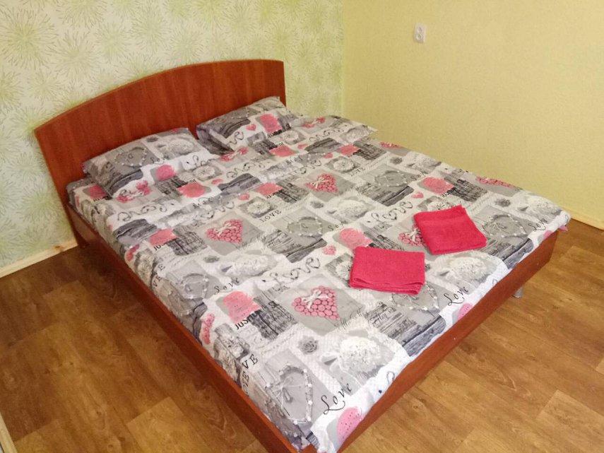 2-кімнатна квартира подобово, Дніпро, просп. Миру, 6