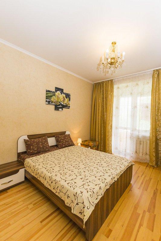 2-комнатная квартира посуточно, Киев, ул. Полтавская, 4