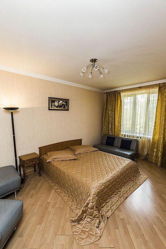 3-комнатная квартира посуточно, Киев, ул. Полтавская, 4 (5)