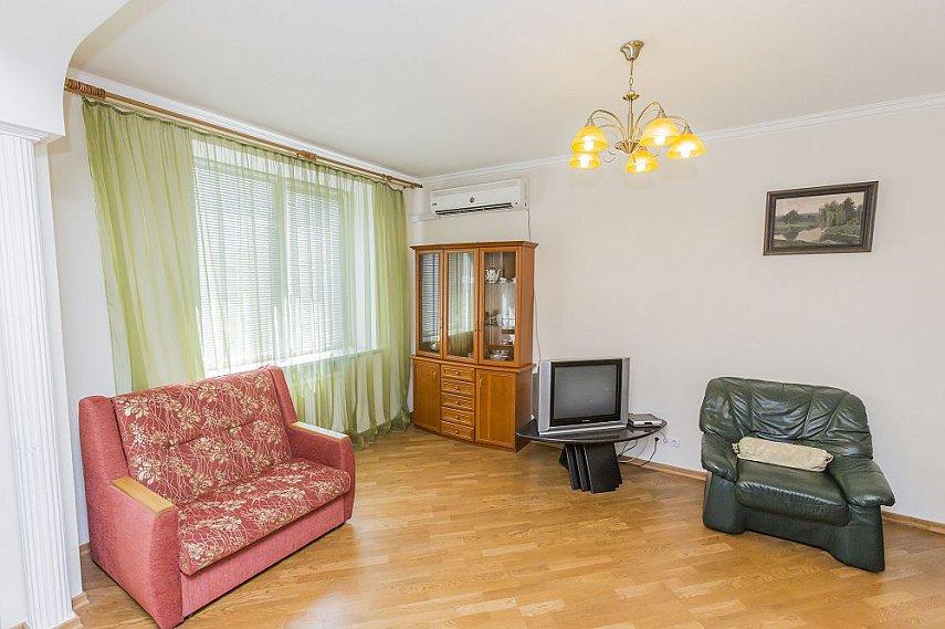 3-комнатная квартира посуточно, Киев, ул. Полтавская, 4 (7)