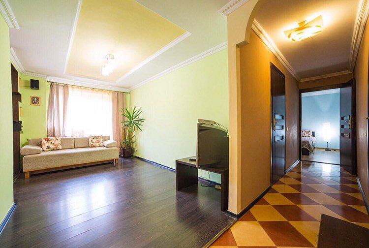 3-комнатная квартира посуточно, Львов, ул. Базарная, 50 (3)