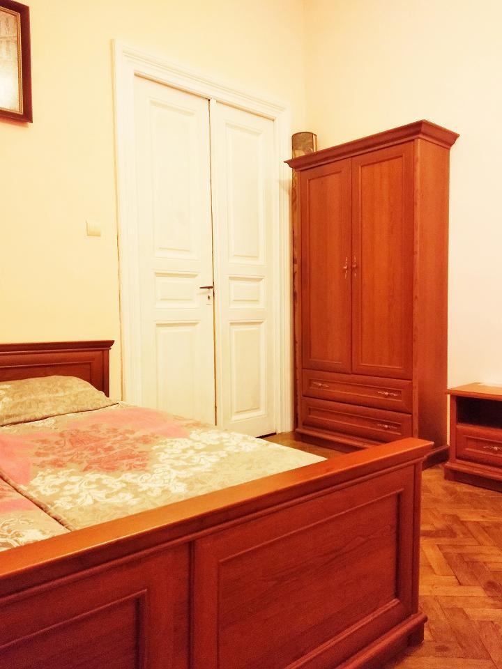 Однокомнатная квартира возле палацу Потоцький в центрі (2)