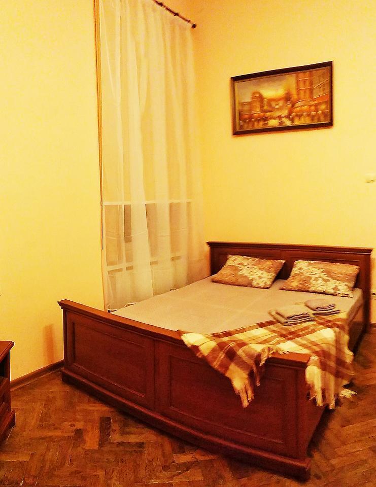 Однокомнатная квартира возле палацу Потоцький в центрі