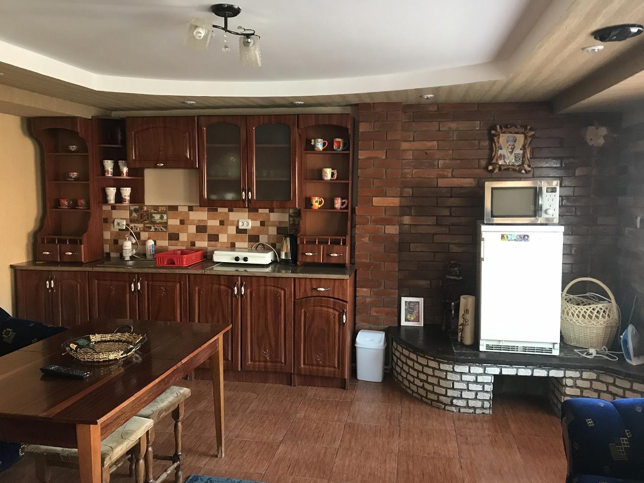 Сдаю двухкомнатный дом посуточно в г Берегово (8)
