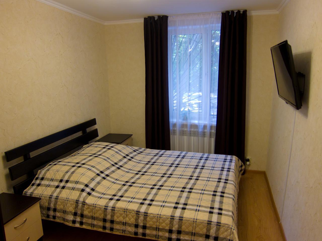 1-кімнатна квартира подобово, Ялта, вул. Пушкінська, 13 (4)