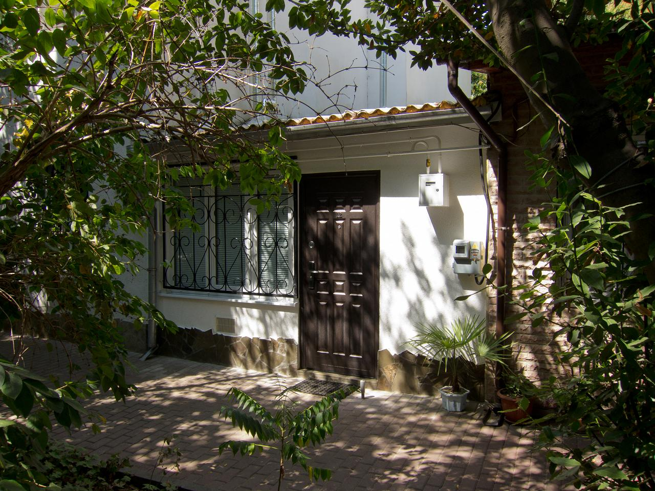 Уютная квартира на зеленой пешеходной улице рядом с морем и Набережной (8)