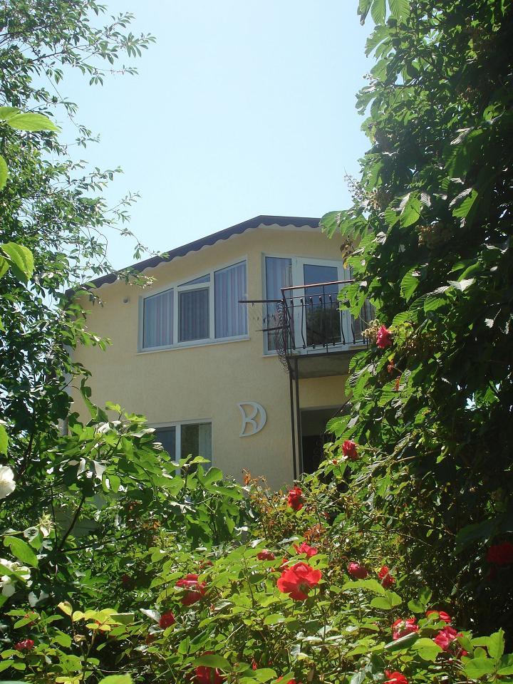 Третий видовой этаж дома в Кастрополе. Две раздельные спальни. Беседка, мангал. (3)