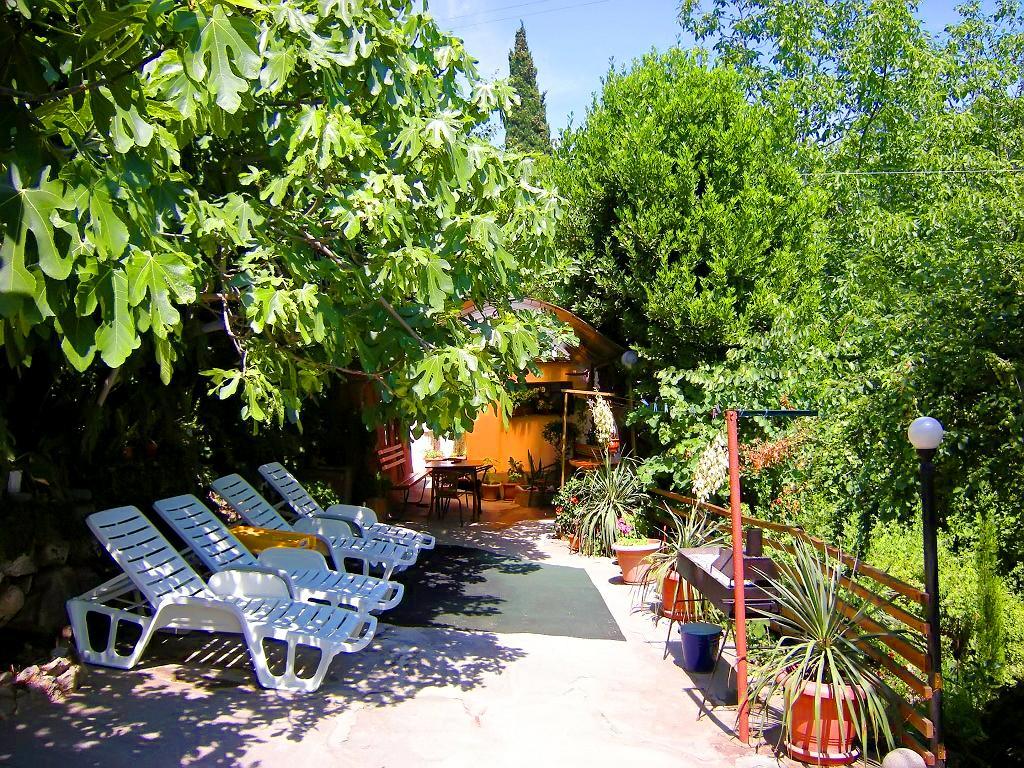 Дом на Ялтинском курорте Мисхор в Гаспре с большим персональным двором