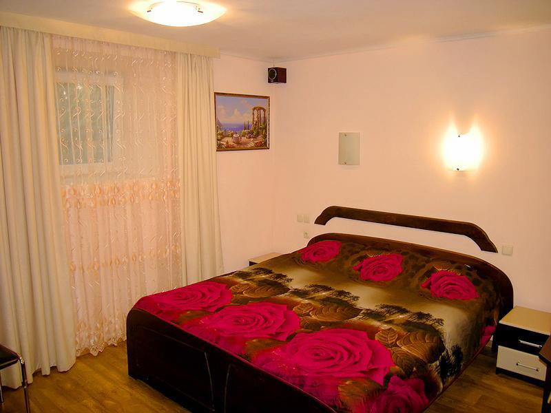 Дом на Ялтинском курорте Мисхор в Гаспре с большим персональным двором (2)