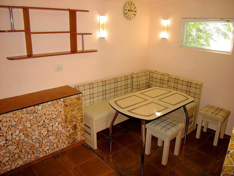 Дом на Ялтинском курорте Мисхор в Гаспре с большим персональным двором (3)