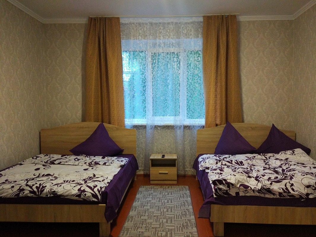 Сдаются посуточно отдельные комнаты в небольшом частном одноэтажном доме (2)