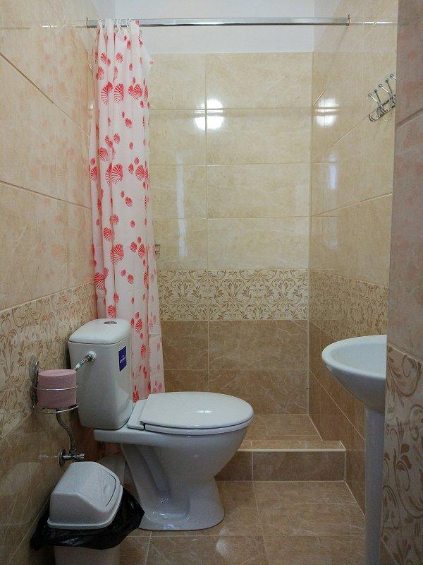 Сдаются посуточно отдельные комнаты в небольшом частном одноэтажном доме (3)